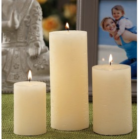 CANDLE OF IVORY COLOR DIMENSION CM. 6x7h.